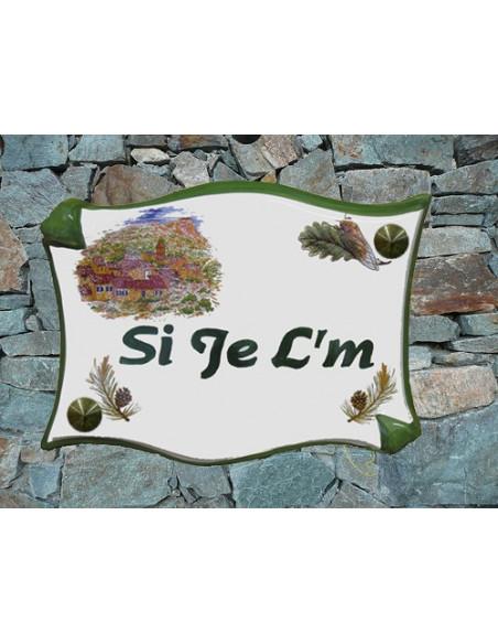 Plaque de villa en céramique modèle parchemin motif village + pignes + gravure artisanale verte