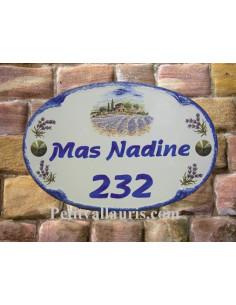 Plaque en céramique pour maison de forme ovale décor Mas et Champs de lavande + personnalisation