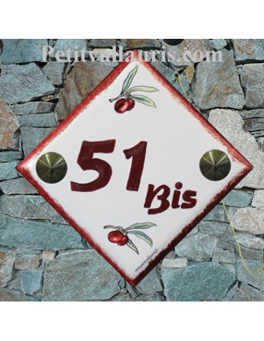 Numéro de maison décor brins d'olives rouges chiffre et bord pourpre pose diagonale