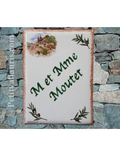 plaque de maison céramique décor cabanon et brins d'olivier inscription verte bord ocre pose verticale