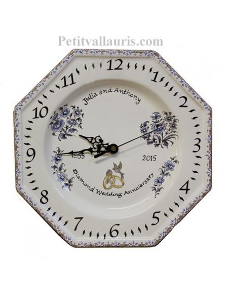 Horloge modèle octogonale souvenir de mariage avec inscription personnalisée décor fleurs camaieux de bleu