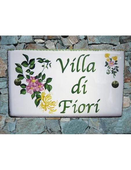 Plaque rectangulaire pour maison en céramique émaillée motif artisanal Eglantine et Chevrefeuille + personnalisation