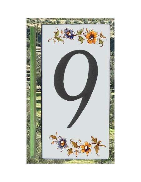 Numero de rue à coller en faience chiffre 9 motif fleurs tradition polychrome