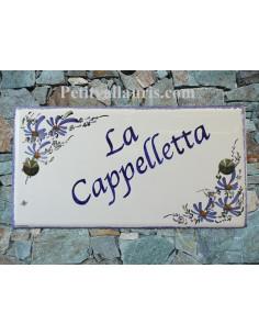 Plaque pour maison en céramique décor Fleurs bleues