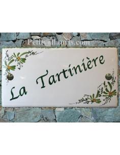 Grande plaque de maison rectangulaire 20x40 en céramique émaillée motif artisanal fleurs vertes + personnalisation
