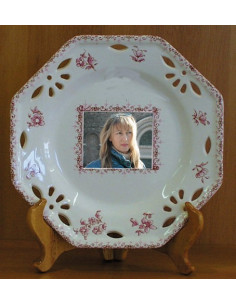 Assiette octogonale avec photo décor Tradition Vieux Moustiers rose