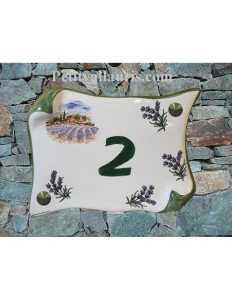 Plaque de Maison en faience modèle motif cabanon et champs de lavandes inscription personnalisée verte