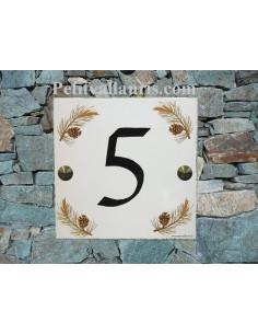 Plaque numéro de Maison en faience émaillée motif branche et pomme de pin chiffre personnalisé noir