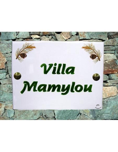plaque de maison céramique motif pignes de pin + inscription personnalisée verte