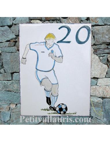 plaque de maison céramique personnalisée décor footballeur inscription bleue