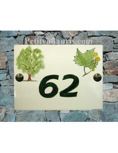 plaque de maison céramique décor platane et feuille de platane inscription personnalisée couleur verte