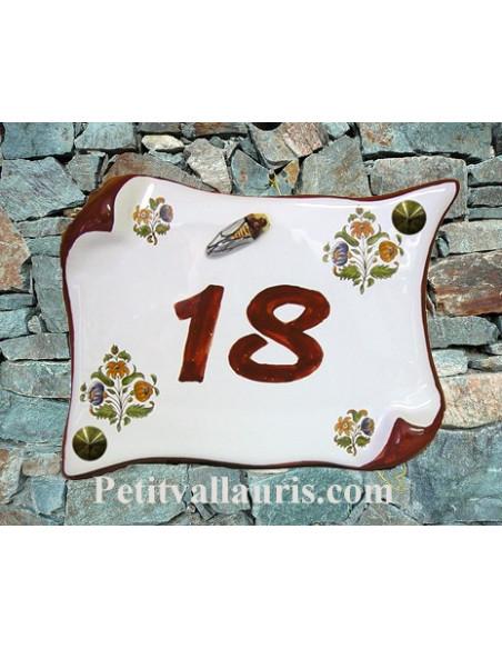 Plaque de Maison en faience modèle parchemin motif fleurs polychrome + inscription personnalisée + cigale en relief