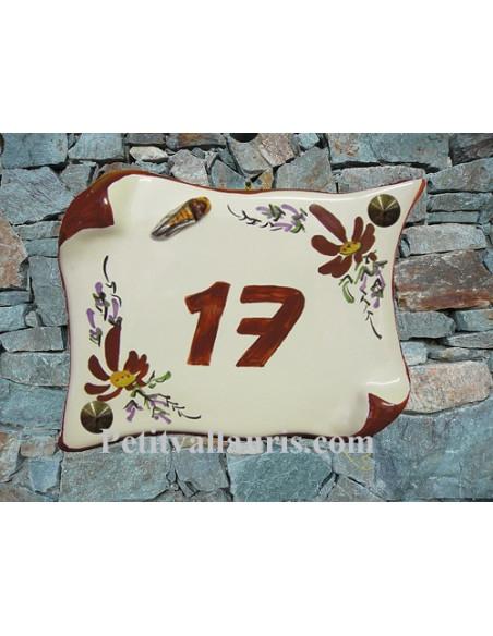 Plaque de Maison en faience modèle parchemin motif fleurs rouge foncé + cigale relief + inscription personnalisée