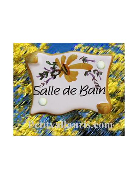Plaque de porte en faience émaillée blanche modèle parchemin décor artisanal fleurs orangées inscription Salle de bain