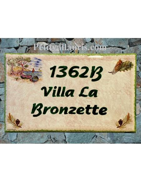 Plaque de Villa rectangle en céramique motif décor Cigale et Pomme de pin+ fond rose pale + inscription personnalisée