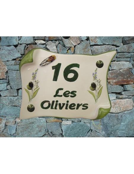 Plaque de Maison en faience modèle parchemin motif brins d'olives, lavandes et cigale en relief + inscription personnalisée