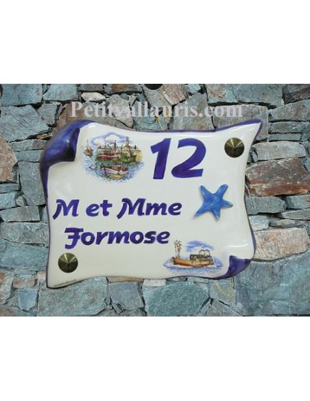 Plaque de Maison en faience modèle parchemin décor chalut et étoile des mers en relief inscription personnalisée bleue