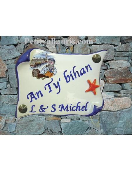 Plaque de Maison en faience modèle parchemin motif pécheur breton et étoile des mers en relief inscription personnalisée