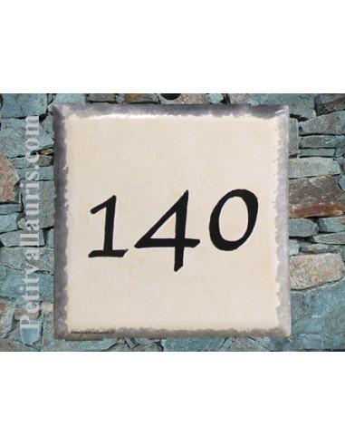 Numéro de maison chiffre noir et bord gris pose horizontale