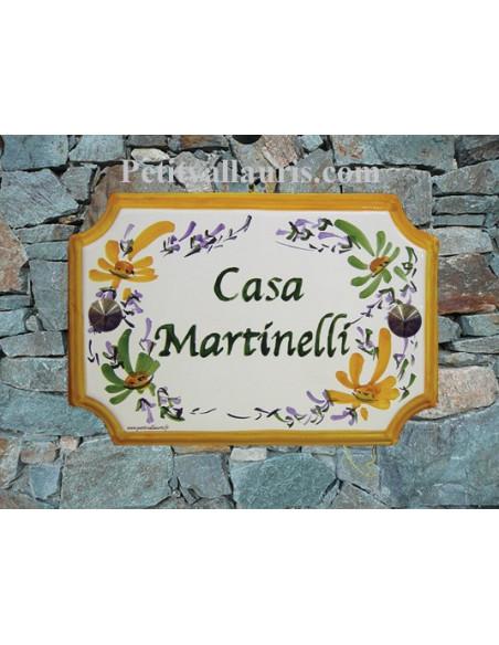 Plaque de Maison en céramique aux angles incurvés motif artisanal fleurs vertes et jaunes orangées + inscription personnalisée