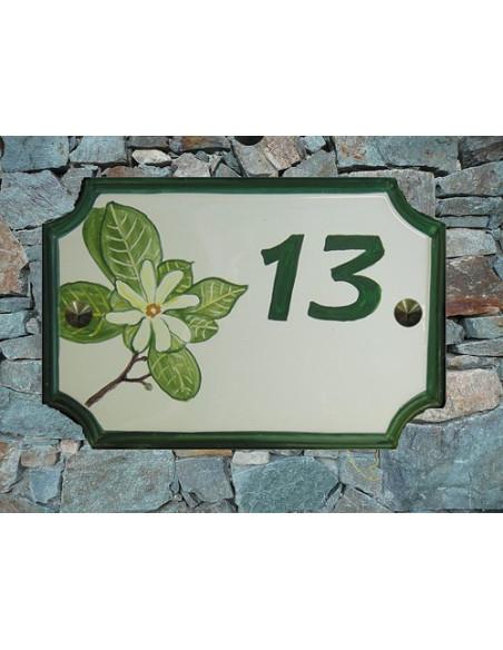 Plaque de Maison en céramique aux angles incurvés motif artisanal fleurs de tiaré + inscription peronnalisée