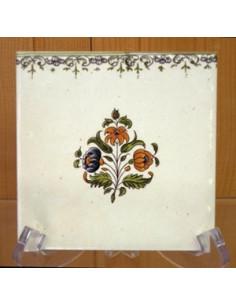 Carreau frise droite et fleurs polychrome décor Tradition Vieux Moustiers