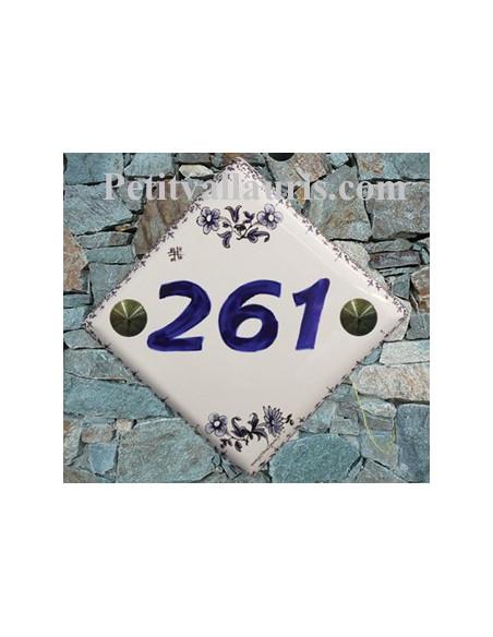 Numéro de maison décor fleurs et frise tradition vieux moustiers bleu pose diagonale