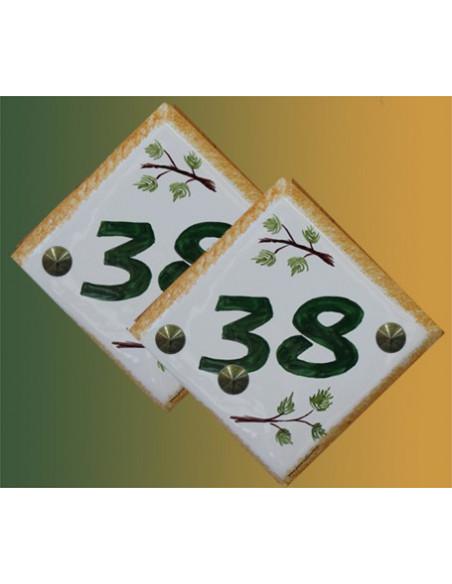 Numéro de maison en faience décor branche de pin pose diagonale + personnalisation