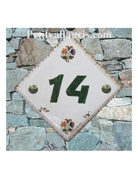 Numéro de maison décor fleurs et frise tradition vieux moustiers pose diagonale