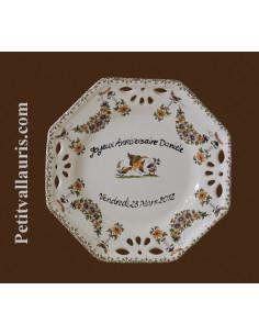 Assiette d'anniversaire ajourée dessert décor Vieux Moustiers polychrome