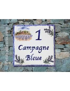 Plaque numéro de maison en faience émaillée motif paysage provençal et brins de lavandes + chiffre personnalisable bleu