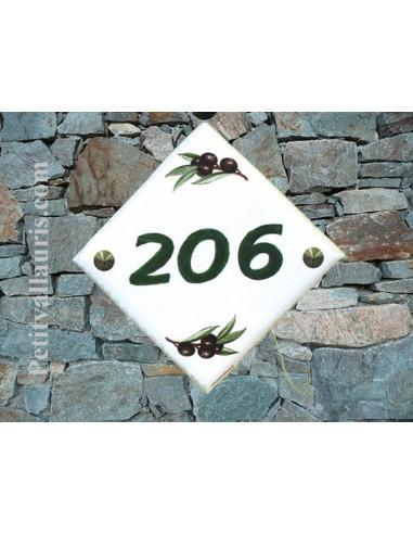 Numéro de maison décor Olives noires et texte vert pose diagonale
