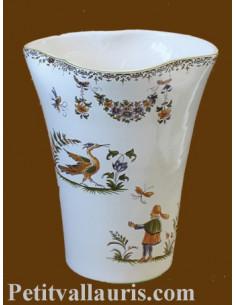 Vase modèle glaïeul en faïence blanche décor reproduction vieux moustiers polychrome Hauteur 20 cm