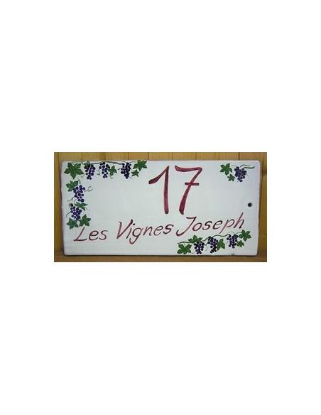 Plaque de Maison en céramique émaillée décor artisanal treille de raisin + inscription personnalisée
