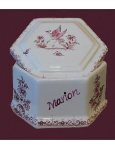 Boîte à bijoux de forme hexagonale en faience blanche motif tradition rose