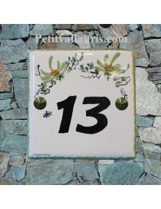 Numéro chiffre de maison décor fleurs vertes pose horizontale inscription noire