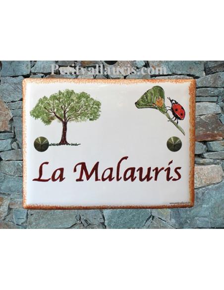 plaque de maison céramique décor pin parasol et coccinelle inscription personnalisée couleur rouge