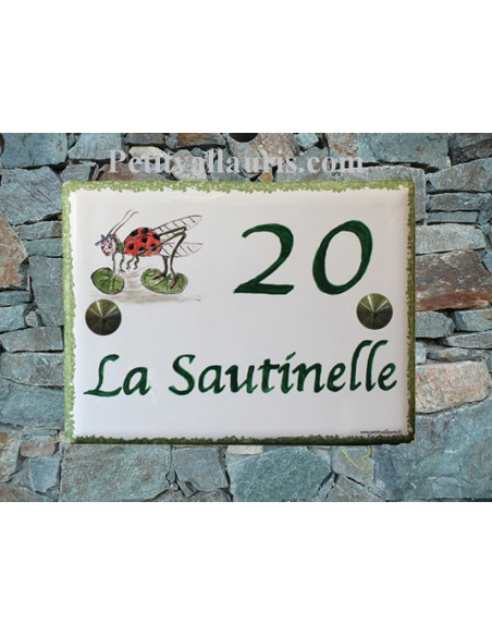 plaque de maison céramique personnalisée décor d'après dessin client inscription couleur verte