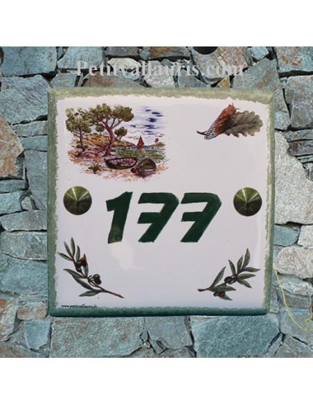 Plaque numéro de maison en faience émaillée motif calanque + chiffre personnalisé vert