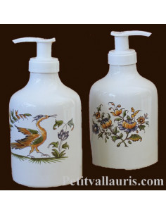 Distributeur de savon liquide en faience blanche décor reproduction moustiers traditionnel