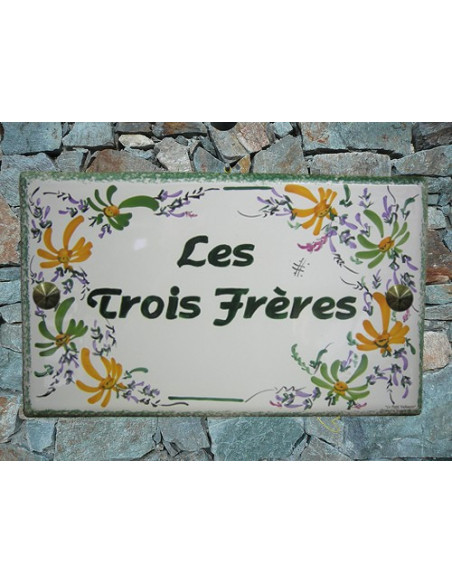 Plaque de Villa rectangle décor fleurs vertes et orangées aux angles inscription personnalisée et bord vert