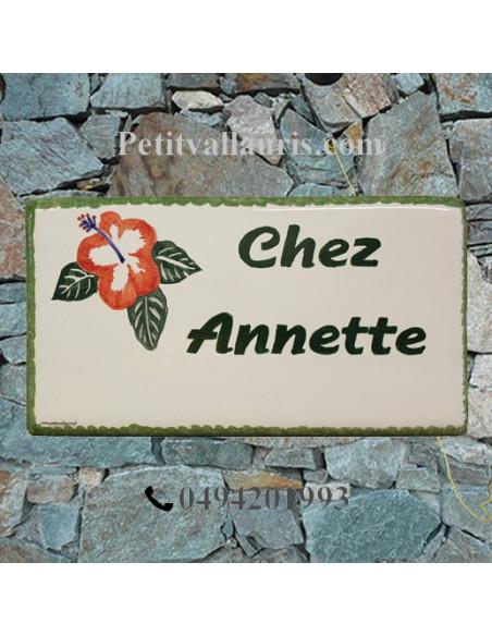Plaque de Maison en céramique émaillée décor artisanal les hibiscus + inscription personnalisée