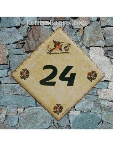 Numéro de Maison fond pierre pose diagonale décor vieux moustiers polychrome chiffre vert