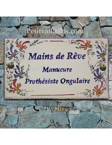 Plaque de Villa rectangle décor fleurs bleues et roses aux angles inscription personnalisée et bord bleu