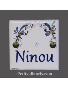 Plaque funéraire en céramique décor fleurs bleues texte bleu
