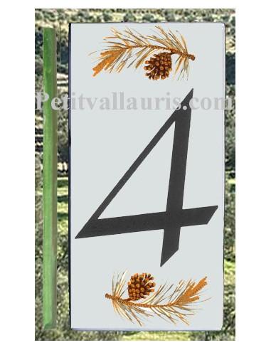 Numero de rue chiffre 4 décor branche et pigne de pin
