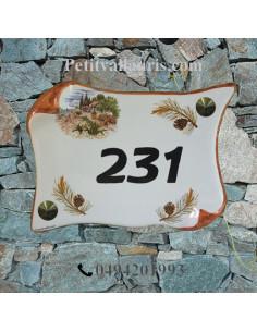 Plaque de Maison parchemin décor cabanon et pignes de pin inscription personnalisée noire bord ocre