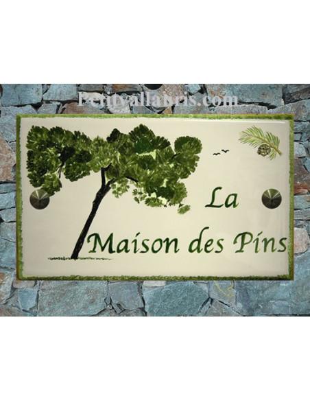 Plaque de Maison rectangle en céramique émaillée décor artisanal motif pin penché et pomme de pin + inscription personnalisée