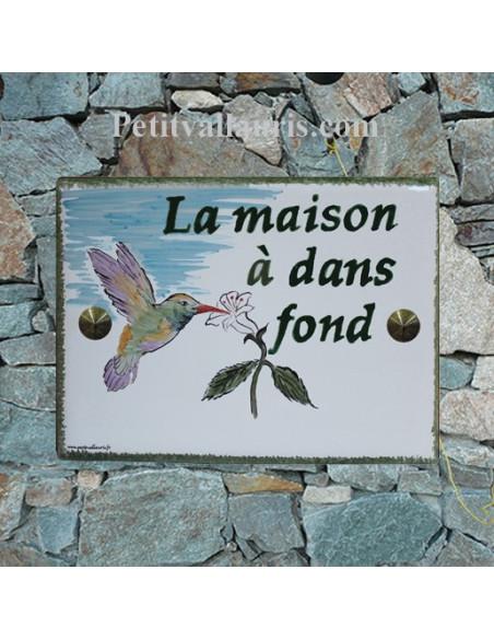 plaque de maison en céramique décor artisanal colibri inscription personnalisée couleur verte