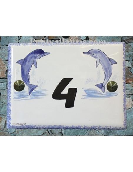 plaque de maison en céramique décor artisanal les deux dauphins inscription personnalisée couleur noire